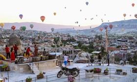 (تصاویر) تصویربرداری جهانگردان از پرواز بالن های هوای گرم در منطقه تاریخی کاپادوکیا ترکیه