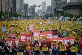 (تصاویر) کارکنان بخش تجارت در کره جنوبی در تظاهرات برای افزایش حقوق