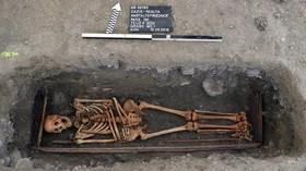 (تصاویر) یکی از اجساد کشف شده از جمله 103 قبری که مربوط به قرن های نوزده و بیست است در سوئیس کشف شده است