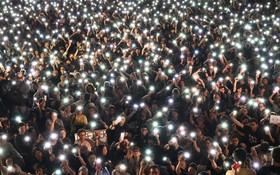 (تصاویر) تظاهرات شبانه مخالفان چین در هنگ کنگ