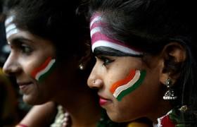 (تصاویر) حامیان تیم ملی کریکت هند در بازی نیمه نهایی با زلاند نو