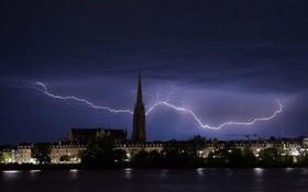 (تصاویر) عکسی از رعدو برق در بوردو در شمال غرب فرانسه