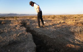 (تصاویر) شکاف زمین در اثر زلزله شش و چهار رشتری در کالیفرنیای آمریکا