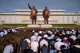 (تصاویر) مراسم یابد بود کیم ایل سونگ رهبرفقید کره شمالی  در بیست و پنجمین سال مرگش در پیونگ یانگ