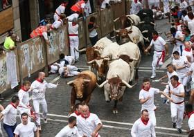(تصاویر) جشنواره گاو دوانی در پامپلونای اسپانیا که جشن مذهبی سنت فرمین موسوم است