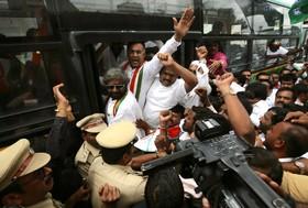 (تصاویر) تلاش دولت محلی ایالت کارناتا کا در هند برای ادامه دولت اعتلافی در گردهمایی در بنگالور