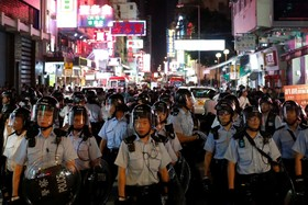 (تصاویر) پلیس ضد شورش در هنگ کنگ تلاش برای مهار تظاهرات علیه چین در این شهر