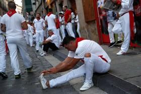 (تصاویر) شرکت کنندگان در جشن گاودوانی در خیابان های پامپلونا در اسپانیا