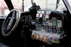 (تصاویر) دستفروشی کالا در خودرو در مکزیک