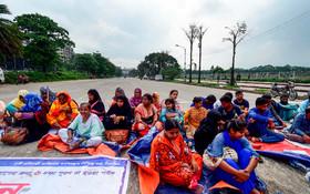 (تصاویر) تظاهرات فارغ التحصیلان دانشگاهی زن در بنگلادش برای کار در مقابل مجلس این کشور