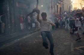 (تصاویر) آتش بازی پس از جشن سنت فرمین در پامپلونای اسپانیا که گاو ها را در خیابان رها می کنند