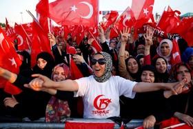 (تصاویر) اجتماع حامیان اردوغان در استانبول ترکیه برای یاد آوری سومین سال کودتا علیه دولت وی