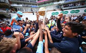 (تصاویر) جشن پیروزی تیم ملی کریکت انگلیس بر زلاندنو در میان حامیان انگلیسی