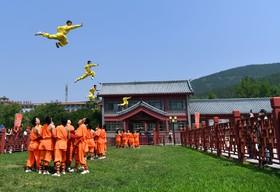 (تصاویر) نمایش عملیات رزمی در منطقه هنان چین