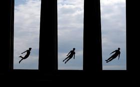(تصاویر) اجرای نمایشی آکرباتیک در ادینبورگ انگلیس