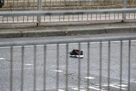(تصاویر) صحنه حادثه رانندگی در انگلیس که راننده ای پس از برخورد با عابری از محل حادثه گریخته بود