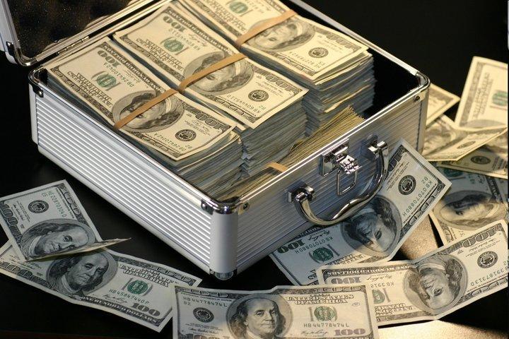 آیا دلار بازان حرفه ای ونهادهای حقیقی فروشنده اند؟