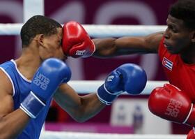(تصاویر) ضربه سنگین اندکی کروز از کوبا به هندری مارتینز از جمهوری دومینیکن در مسابقات قهرمانی در لیمای پرو