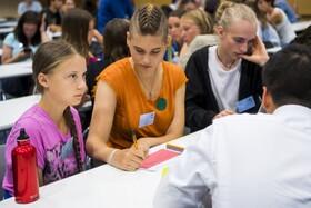 (تصاویر) فعال نوجوان سوئدی محیط زیست  گرتا تنبرگ در مراسمی در دانشگاه لوزان سوئیس