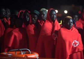 (تصاویر) مهاجران غیرقانونی نجات یافته از دریا در مالاگای اسپانیا