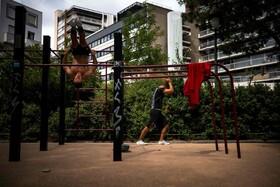 (تصاویر) ورزش در پارکی در پاریس فرانسه
