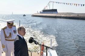 (تصاویر) ولادیمیرپوتین در مراسم روز نیروی دریایی در سنت پترزبورگ