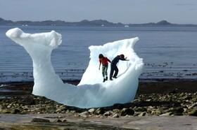 (تصاویر) بازی کودکان در ساحل نوک در گرینلند