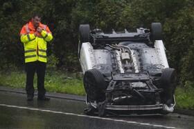 (تصاویر) حادثه رانندگی در انگلیس پس از باران شدید