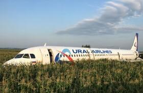 (تصاویر) فرود اضطراری یک هواپیمای ایرباس خط هوایی آرال در اطراف مسکو در روسیه