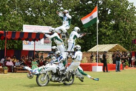 (تصاویر) نمایش نظامیان هندی در سالگرد استقلال این کشور در امریتسر