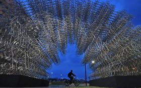 (تصاویر) اثری هنری از آی وی وی هنرمند چینی در ریودوژانیرو برزیل به نام دوچرخه های ابدی