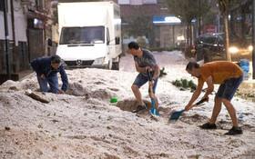(تصاویر) بارش تگرگ در مادرید اسپانیا