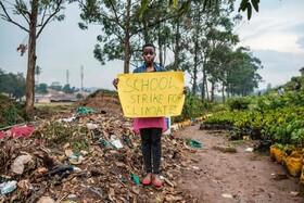 (تصاویر) تلاش دانش آموزی برای مبازره با تخریب محیط زیست در کامپالا مرکز اوگاندا در آفریقا