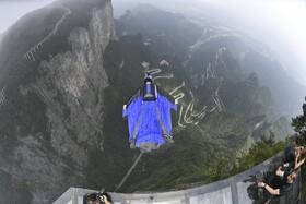 (تصاویر) مسابقه با لباست پرواز در چین
