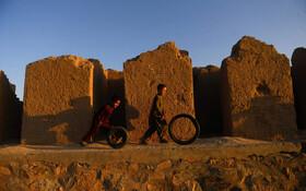 (تصاویر) بازی کودکان افغان در هرات