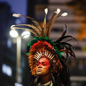 (تصاویر) تظاهرات سرخ پوستان بومی برزیل علیه آتش سوزی های جنگل های  آمازون در سائوپائولو برزیل