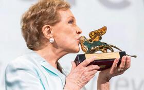 (تصاویر) جایزه شیر طلایی یک عمر فعالیت هنری جشنواره ونیز به جولی اندروز