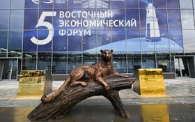(تصاویر) مجسمه برنزی ببرآمور در مقابل فرودگاه ولادی وستوک روسیه این ببر از جمله جانوران درمعرض انقراض اعلام شده است