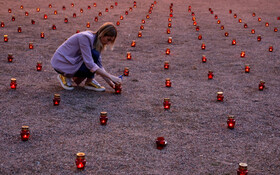 (تصاویر) مراسم یادبود گروگانگیری کودکان دبستانی در باسلان روسیه
