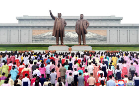 (تصاویر) مراسم سالگرد تشکیل جمهوری دمکراتیک کره شمالی در میدان اصلی پیونگ یانگ در کنار مجسمه کیم ایل سونگ و کیم جونگ ایل بنیانگذار کره شمالی و فرزند فقیدش