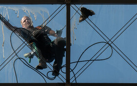 (تصاویر) پاکسازی سقف مرکز تجارت جهانی در درسدن آلمان