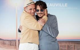 (تصاویر) جانی دپ و مارک ریلیانس در مراسم نمایش فیلم در انتظار بربرها در فستیوال فیلم های آمریکایی در فرانسه
