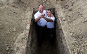 (تصاویر) جشن برندگان مسابقه قبرکنی رد مجارستان