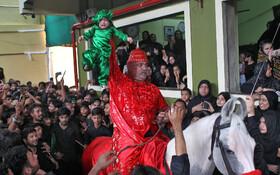 (تصاویر) تغزیه خوانی در مراسم غزاداری شیعیان در بمبئی هند