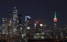 (تصاویر) به مناسبت روز ملی مکزیک در نیویورک ساختمان امپایراستیت به رنگ سبز و سفید و قرمز نور پردازی شده است