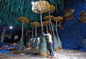(تصاویر) آماده سازی آثار هنری برای جشنواره مذهبی در کلکته هند