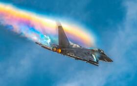 (تصاویر) رنگین کمانی که هواپیمای جنگی بوجود آورده است