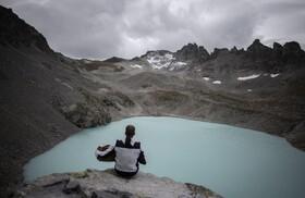 (تصاویر) کوهنوردی در منطقه وانگ در سوئیس در حال نواختن آکاردئون در کوه های گلاسیا