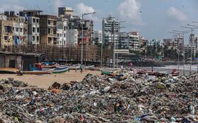 (تصاویر) ساحل بمبئی در هند و کوهی از زباله در کنار ساحل