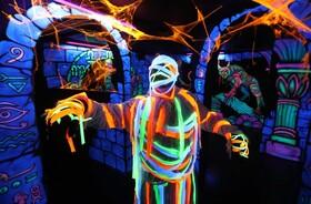 (تصاویر)  شهر بازی و پارکی در استرلینگ اسکاتلند تونل وحشت سه بعدی با نور  عرضه کرده است